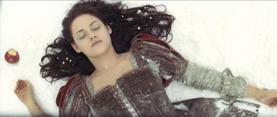blancanieves y el cazador Kristen Stewart manzana