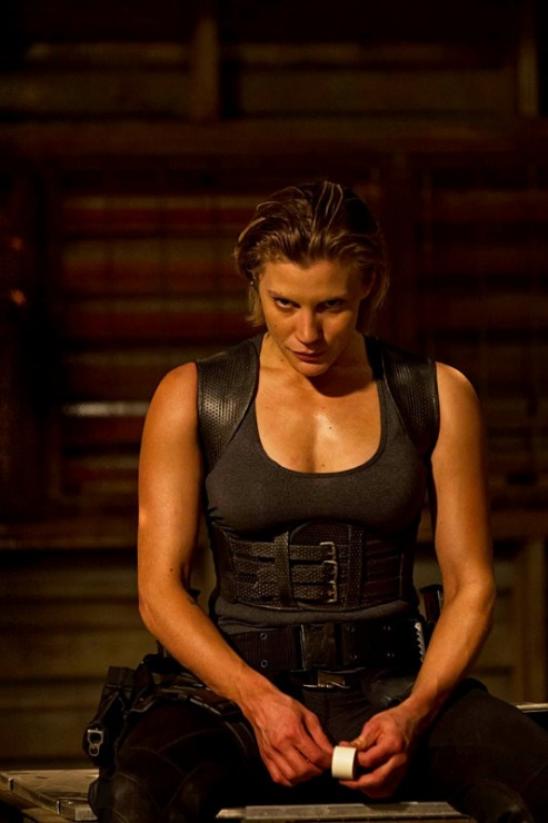 katee-sackhoff-as-mercenary-in-riddick-sequel