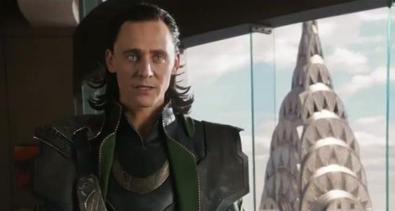 Loki con el Edificio Crysler