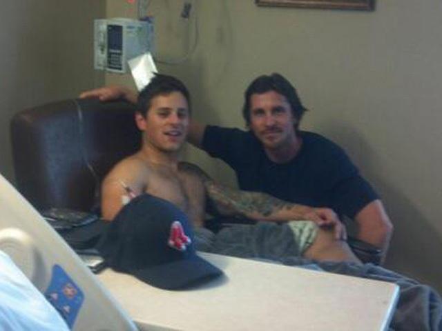 Christian Bale visita a las víctimas de la tragedia en Colorado