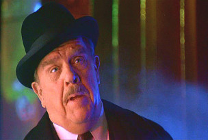 Pat Hingle como James Gordon