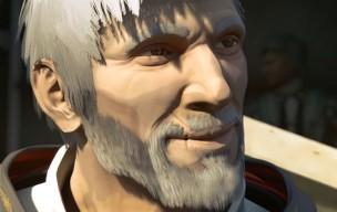 Ezio viejo sonrie
