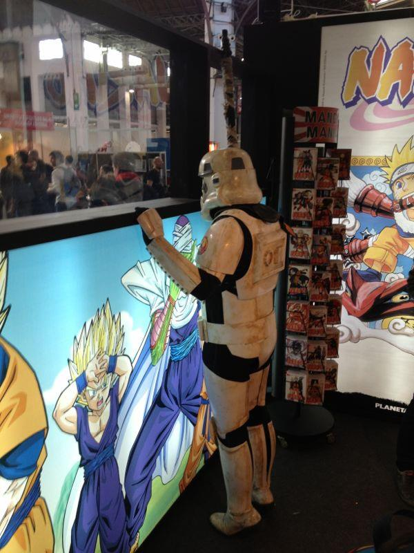 Los Stormtroopers espían a los posibles clientes...