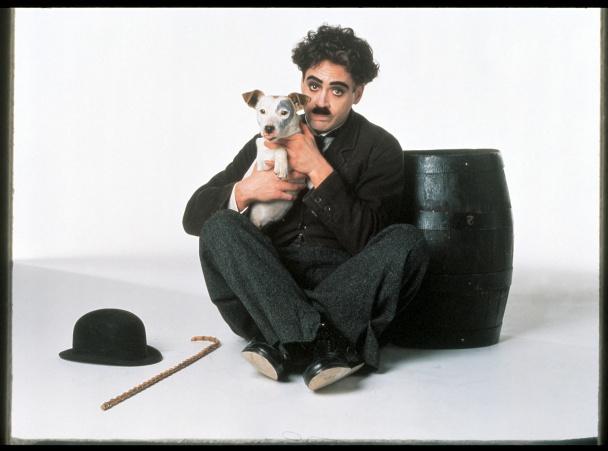 Robert como Chaplin