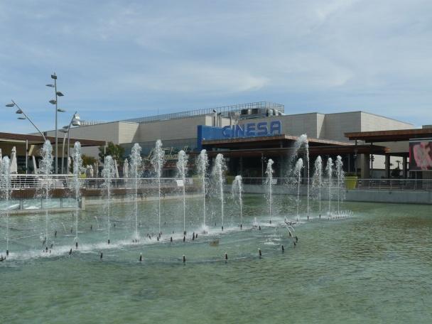 Acceso a los Cines Cinesa Parquesur