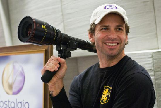 Zack Snyder apuntando con su talento