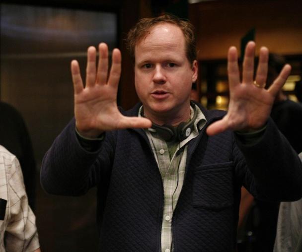 Joss Whedon dirigiendo