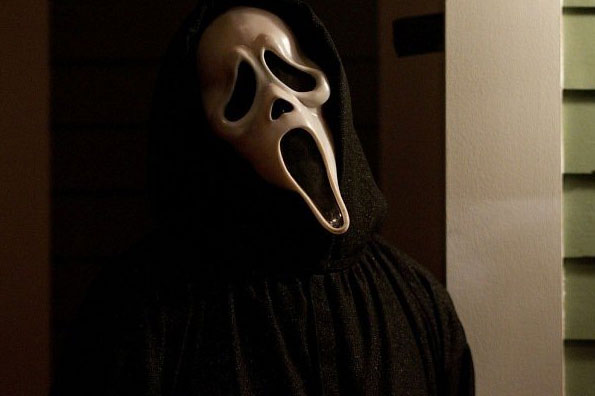 scream-4-ghostface-still-does-the-head-cocking-thing