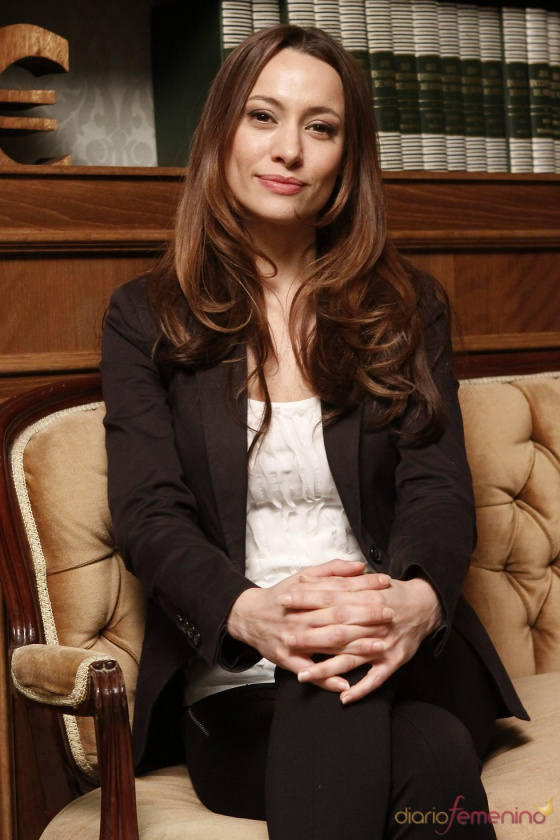 "Natalia Verbeke caracterizada en la serie ""Doctor Mateo"""