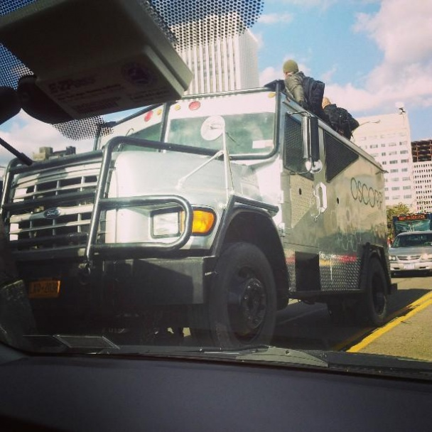 El coche blindado de Oscorp