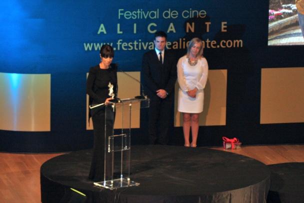 """Maribel Verdú con su premio de """"Honor"""""""