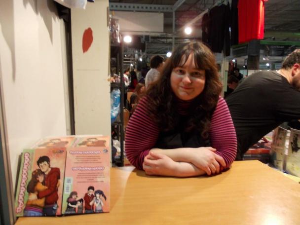 "Firmando ""Sweet Moments"" en el stand de Spiderland Cómics en el III Salón del Manga de Alicante"