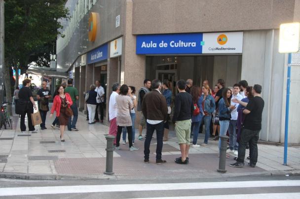 En la entrada del Aula de Cultura
