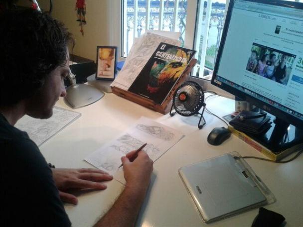 Vicente Damián trabajando en su estudio