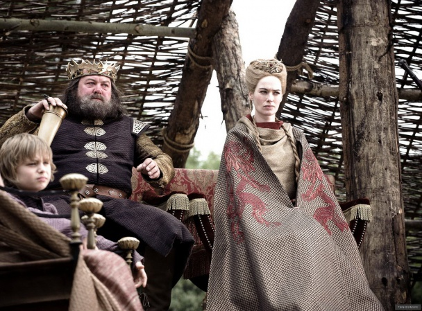 Robert and Cersei with Tommen house baratheon 29677584 1708 1264