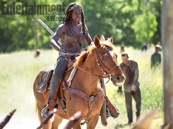 Walking-Dead-Season-4-temporada-cuarta-cuatro-michonne-caballo-nuevo-medio-transporte
