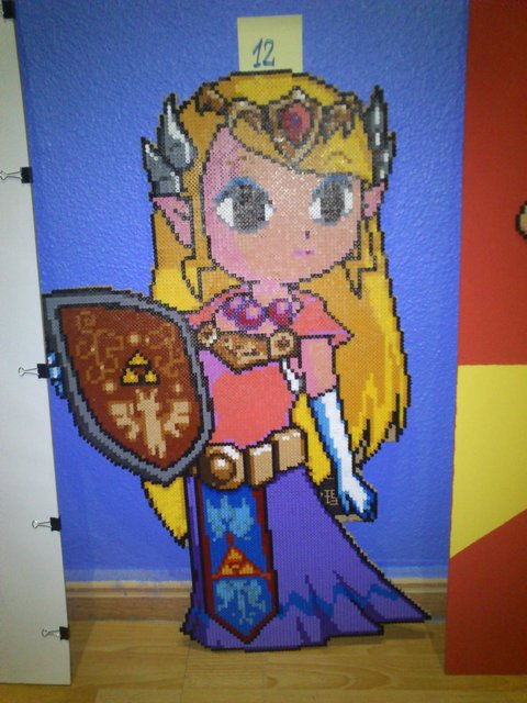 Aquí tenemos a la prinesa Zelda, obra de unos amigos, de casi un metro de altura