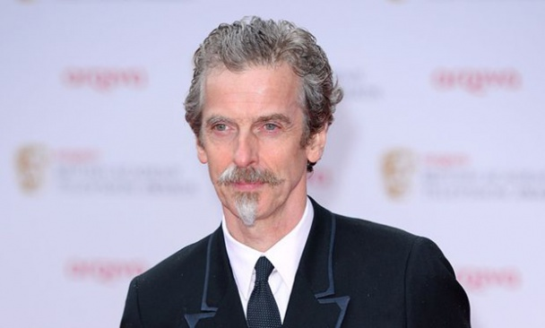 Peter Capaldi y su bigote de Cardenal Richelieu