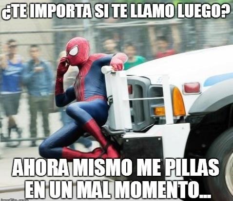 spiderman-en-el-parachoques-de-un-coche