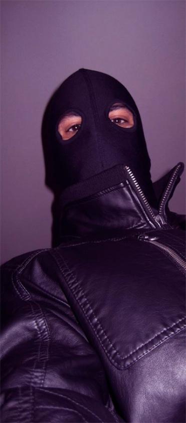 Daniel Estorach como El Justiciero del Post-It