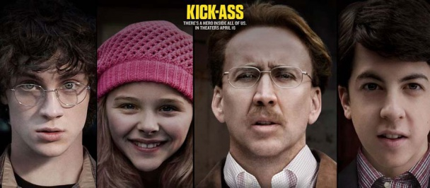 El reparto principal de Kick-Ass: Aaron Johnson, Chloë Grace Moretz, Nicolas Cage y Christopher Mintz-Plasse Mark Strong