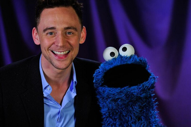 Tom Hiddleston y el monstruo de las galletas