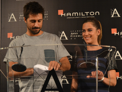 Los actores Hugo Silva y María León dando la noticia esta mañana