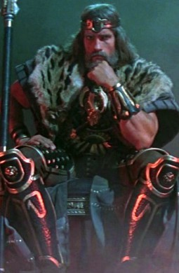 Imagen final de la primera parte, donde veíamos a Conan como el rey de los bárbaros.