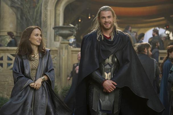 """Natalie Portman y Chris Hemsworth en """"Thor: El mundo oscuro"""""""