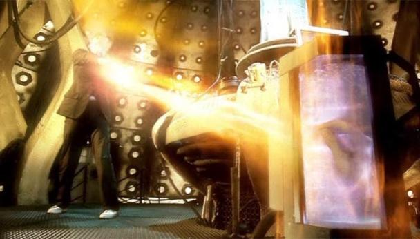 David Tennant transfiere la regeneración a su mano cortada