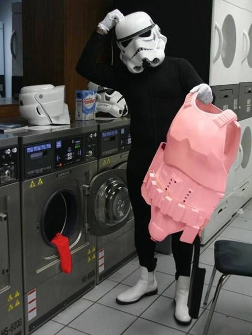 stormtrooper-se-le-colorea-la-armadura-en-la-lavadora