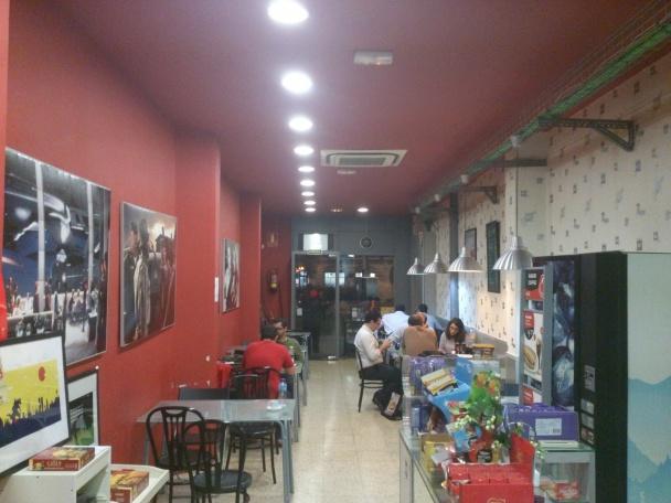 Interior del bar de Kaburi