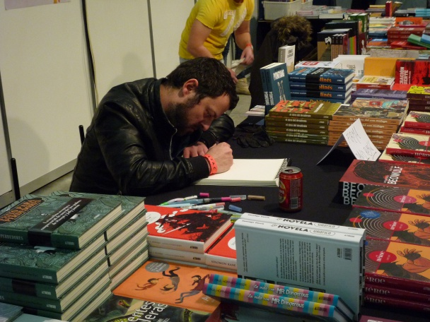 David Rubin firmando ejemplares