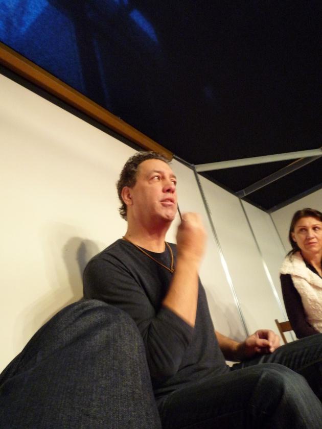 David Gonzalez teorizando sobre el mito