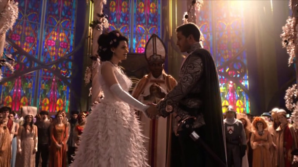 Romántica escena de la boda de Blancanieves y el Príncipe. El fondo es croma. Increíble