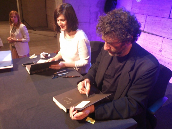Neil Gaiman firmando CCCB sandman