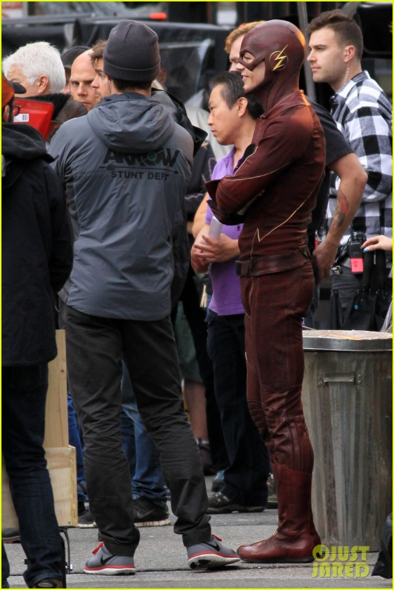 grant gustin stephen amell the flash arrow crossover 03