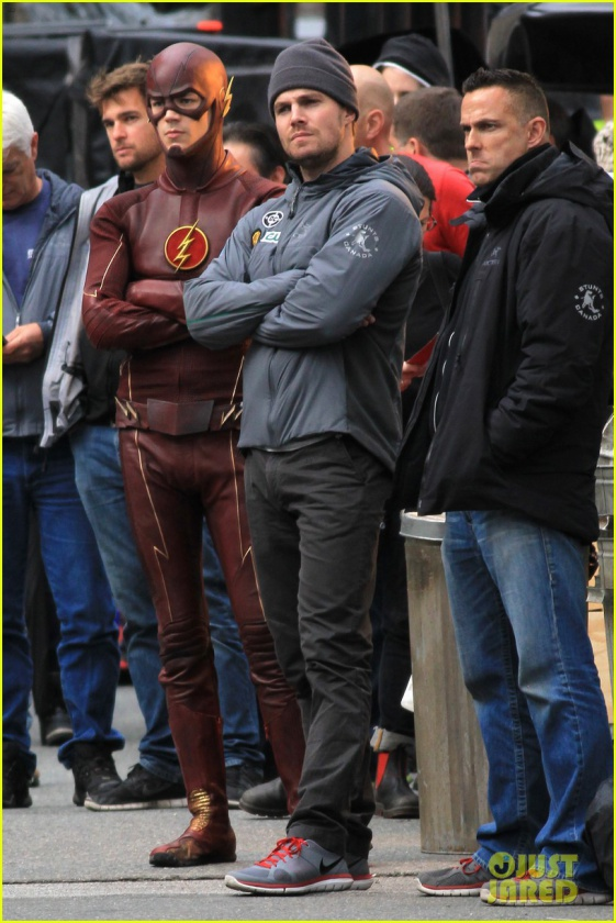 grant gustin stephen amell the flash arrow crossover 04