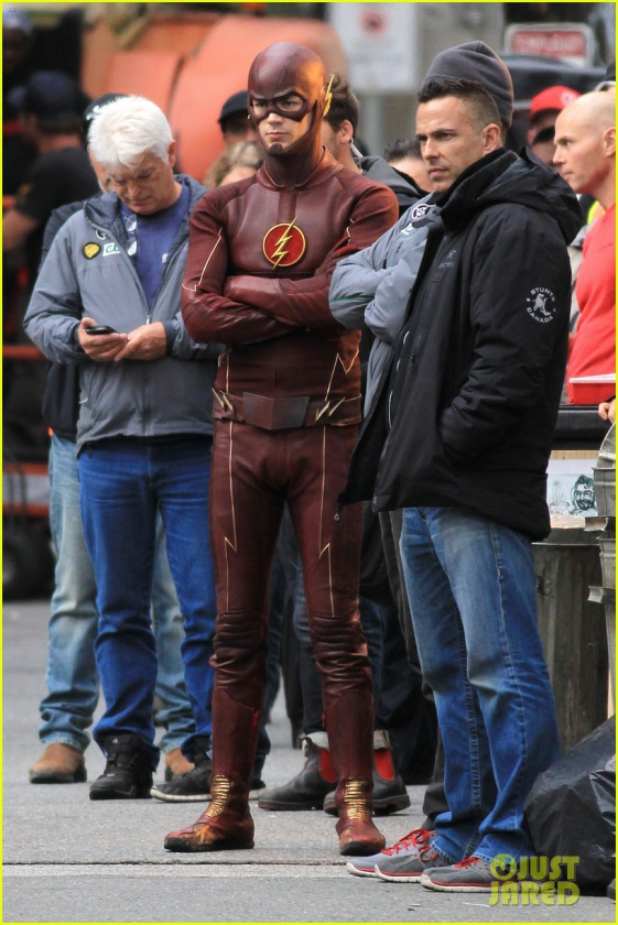 grant gustin stephen amell the flash arrow crossover 06