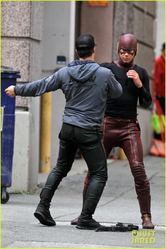 grant gustin stephen amell the flash arrow crossover 10