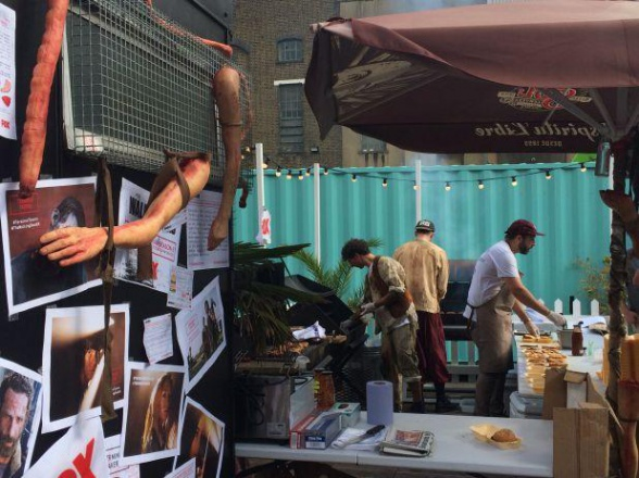 Hamburguesa 'The Walking Dead', con sabor a carne humana