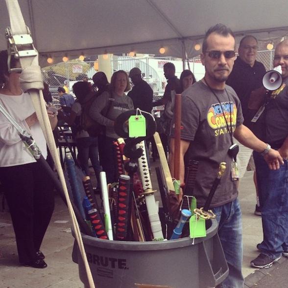 NYCC Cosplay Cubo de armas