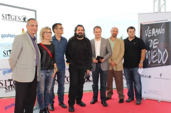 El jurado del Premio Minotauro posa junto a su actual ganador