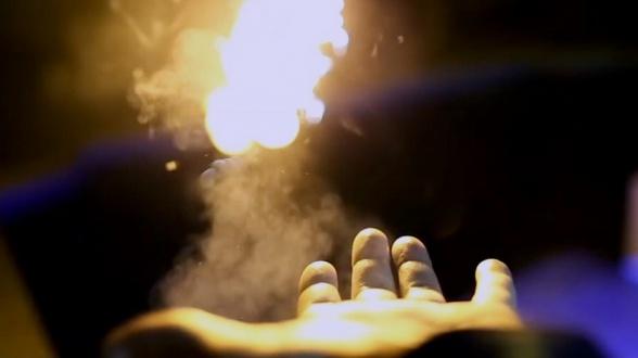Pyro de Ellusionist lanza fuego