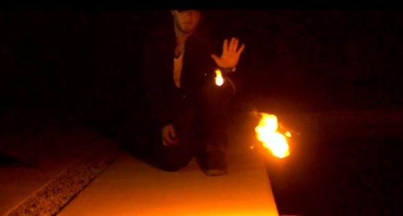 Ellusionist y Adam Wilbert han desarrollado un gadget con el que puedes lanzar pequeñas bolas de fuego - destacada