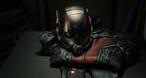 Ant Man Trailer el uniforme