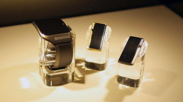 samsung smartwatch oreillette bluetooth avengers age of ultron