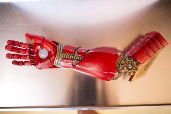 Robert downey jr bionic arm iron man 06
