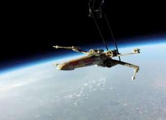 X-Wing en el espacio