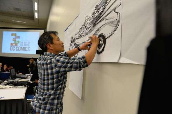 Jim Lee diseñando el batmóvil de LEGO - SDCC